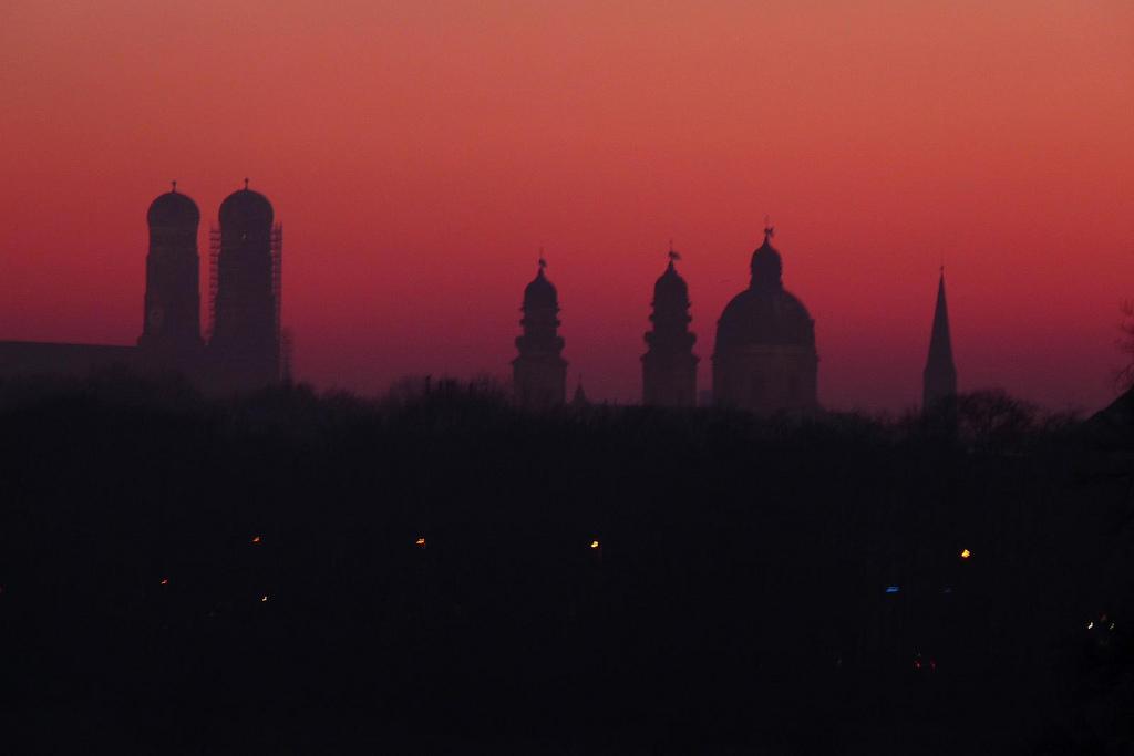 Magische Atmosphäre: München im Abendrot