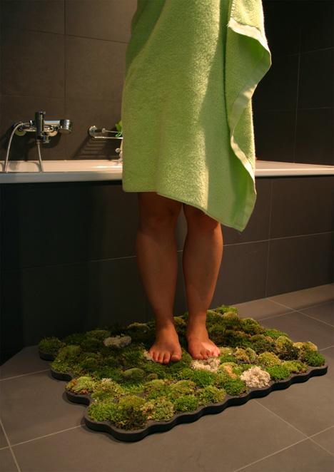 Wohlfühlatmosphäre: Moos-Teppich im Badezimmer