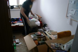 Kartons packen vor dem Umzug (Foto: Szymon Stoma)