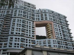 Hochhaus mit Loch: Das Repulse Bay Hotel in Hongkong