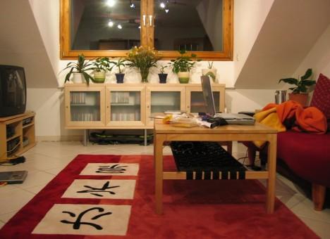 Nach Feng Shui Kriterien gestaltetes Wohnzimmer