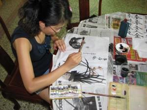 Hobby-Kalligraphin bei der Arbeit