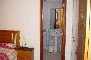 Für senioren wichtig schlafzimmer mit kurzem weg zum wc foto ray