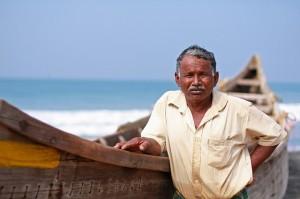 Wasser prägt den Volkscharakter: Fischer mit Boot und tiefgründigem Blick