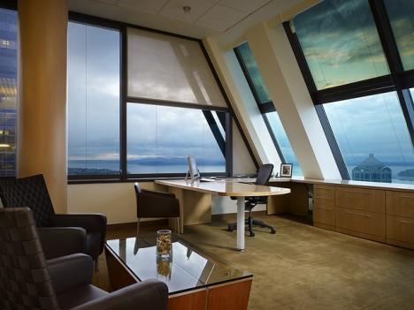 Wohlfühlatmosphäre im Büro durch moderne Einrichtung nach Feng Shui