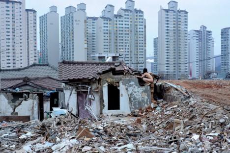 Verloren gegangen in der Abrisszone in einem Stadtteil von Seoul, Südkorea
