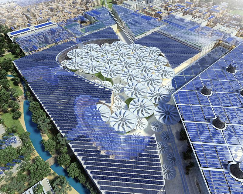 Geöffnete Sonnenschirme und Solarzellen: Blick auf den Masdar Platz aus der Vogelperspektive