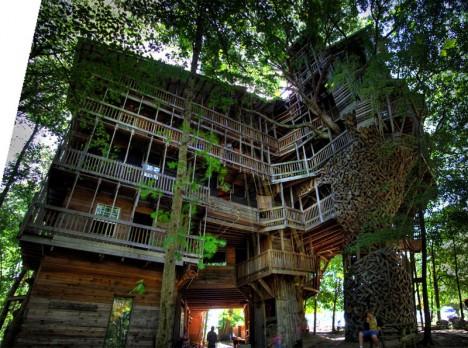 Das größte Baumhaus der Welt in Crossville, Tennessee
