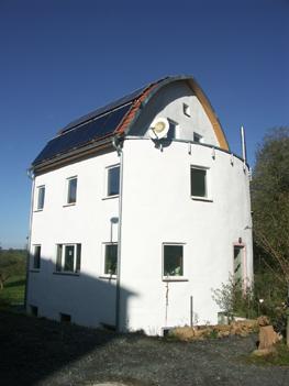 Bezugsfertig: Das Strohballenhaus in Bad König