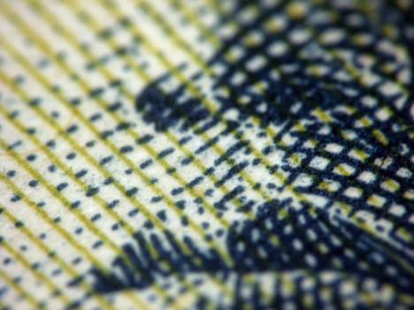 Ein Blick aus ungewohnter Perspektive: Detail eines Geldscheines, Foto kevindooley
