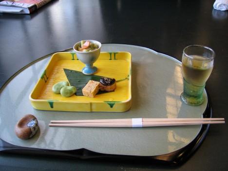 Sehr reduziertes buddhististes Essen, bei dem es eindeutig nicht auf die Menge ankommt, sondern auf die Qualität. (Foto: Thejas)