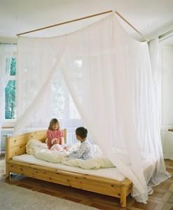 Ein Himmelbett vermittelt besonders Kindern zusätzlich Geborgenheit