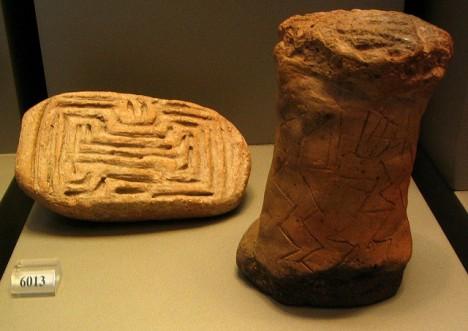 Labyrinth-ähnliches Muster auf einem Ton-Stempel aus dem Neolithikum (5800-5300 vor Chr.), Nationalmuseum Athen