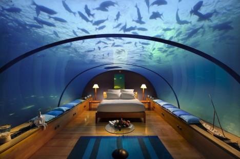 Unterwasser-Schlafzimmer mit Blick auf das umliegende Korallenriff und seine Meeresbewohner: Würden Sie sich hier wohlfühlen?