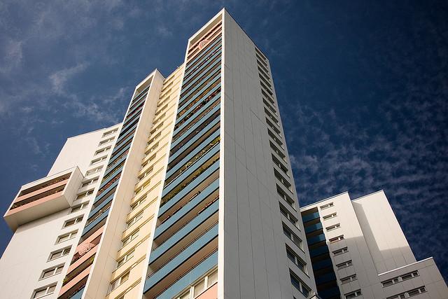 """Rationelle Hochhausarchitektur und Plattenbauten sind typisch für die Richtungsqualität """"Südwesten"""" nach """"Europäischem Fengshui""""  (Foto: 96dpi, Andreas Levers)"""