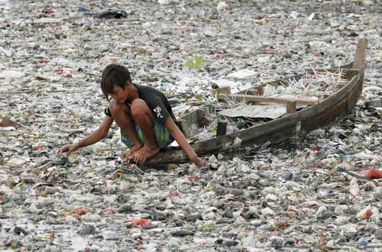Die Verschmutzung mit Plastikflaschen-Müll hat inzwischen ein unvorstellbares Ausmaß erreicht