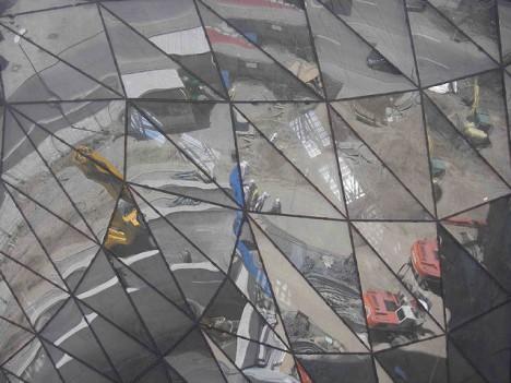 BMW-Baustelle in München mit spitzen Winkeln und dynamischen Diagonalen, Foto: digital cat