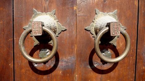 Doppelglück-Symbole an Türknäufen in China