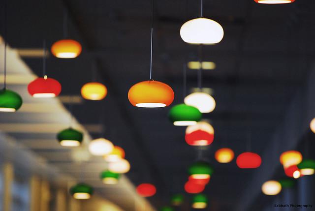 Punkt-Leuchten lassen die Raumbegrenzungen im Dunklen, Foto: Sabbath Photography