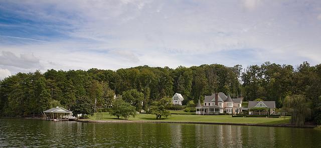 Günstige Lage: Haus am See. Warum ist das so?