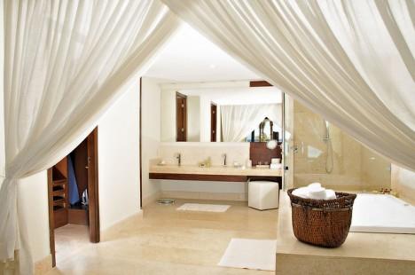 Helle Farben im Bad strahlen Reinlichkeit und Frische aus
