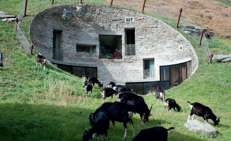 villa vals das haus im berg. Black Bedroom Furniture Sets. Home Design Ideas