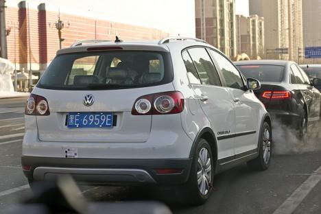 """Eines der seltenen Exemplare auf Chinas Straßen: Der VW Golf, ein """"Drachen ohne Schwanz"""""""