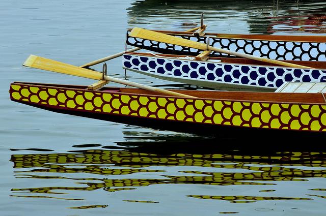 Boote (Formarchtyp Schale) auf ruhigem Wasser symbolisieren Offenheit und Yin-Qualitäten, Foto: marc falardeau