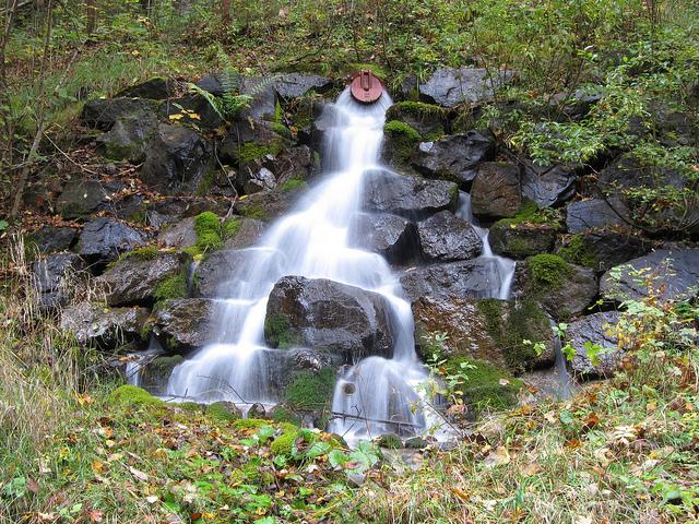 Sieht so eine schädliche Energiequelle aus? Wasser im Untergrund macht uns nicht krank. Quellfassung, Foto: Oberau-Online (Christian Allinger)