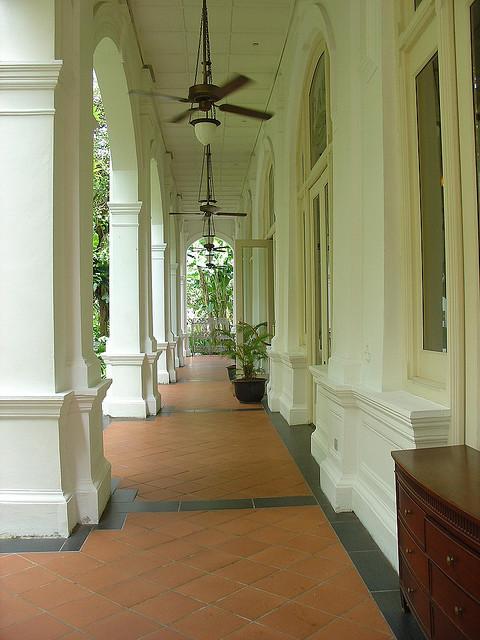 Koloniale Säulenarchitektur in Singapur