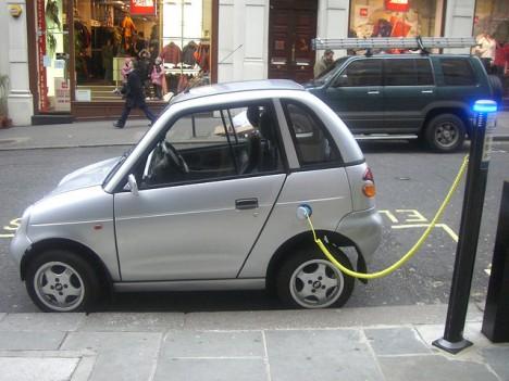 """Elektroauto an der """"Zapfsäule"""": Sieht so unsere Zukunft aus?"""