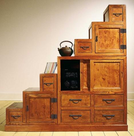 Ausschließlich hochwertige Möbel: Edler japanischer Treppen-Tansu