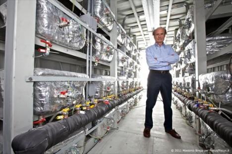 Pionier auf dem Gebiet der Kalten Fusion: Andrea Rossi vor einem 1MW-E-Cat