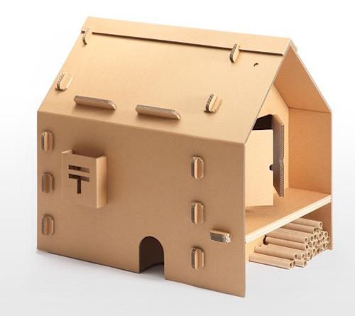 Spielzeughaus aus Pappe