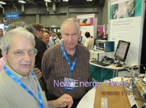 NIWeek 2012: Franceso Celani und Peter Hagelstein vom MIT vor einem LENR-Reaktor
