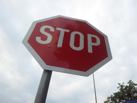 Stoppschild - in der Freizeit sollten Arbeitnehmer nicht arbeiten