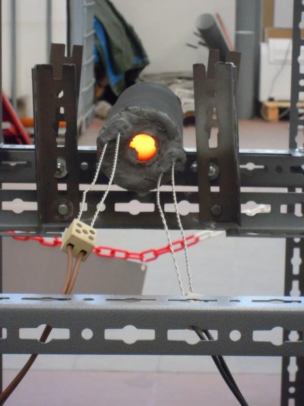 LENR-Reaktor im Testbetrieb am 16. Juli 2012: Im Inneren werden um die 1200°C erreicht