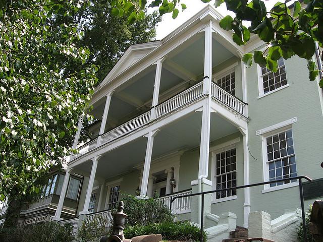 der amerikanische landhausstil: was zeichnet ihn aus? - Wohnzimmer Amerikanischer Stil