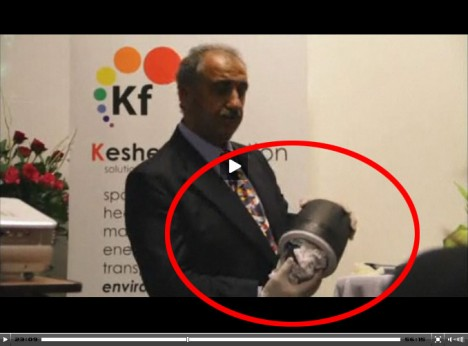 M. T. Keshe zeigt Plasma-Reaktor zur Eröffnung des Keshe Foundation Centers am 2. Märt 2012