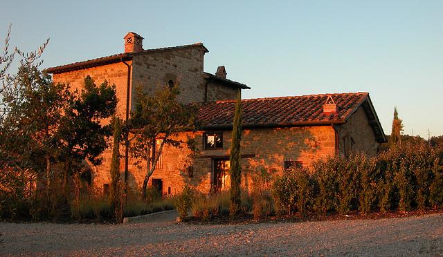 Landhaus in der Toskana im Sonnenuntergang