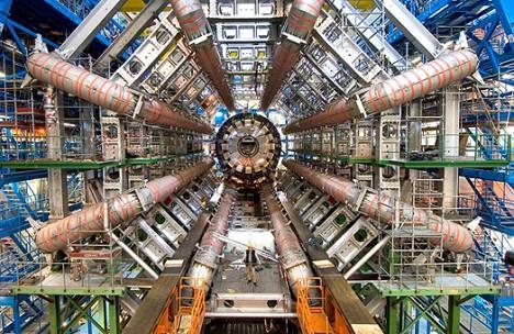 Materialisierter menschlicher Größenwahnsinn: Milliarden an Forschungsgeldern flossen ins CERN in Genf. Doch die wahre Revolution findet wieder einmal in der Garage eines Tüftlers statt