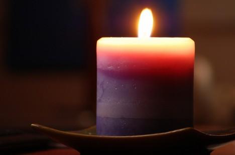 Auch eine einfache Kerze am richtigen Ort in der Wohnung kann sich aktivierend auf die Partnerschaft oder Ehe auswirken