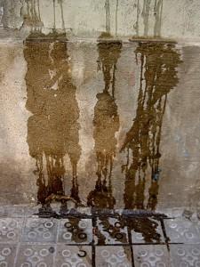 Besonders fatal: Wenn Feuchtigkeit von außen durch die Wände drückt