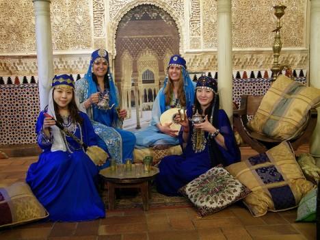 Unser Bild vom orientalischen Wohnen und Leben ist stark von der Märchenwelt aus Tausendundeine Nacht geprägt