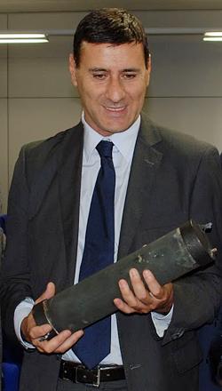 Der italienische E-Cat-Lizenznehmer Aldo Proia, Geschäftsführer von PROMETEON srl, mit einem Hot Cat LENR-Reaktor