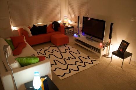 Ikea lässt grüßen: Unterschiedliche Helligkeitsbereiche geben dem Raum Mehrdimensionalität und vergrößern ihn optisch