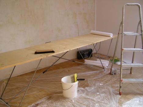 Richtig tapezieren: Mit geeignetem Werkzeug und guter Vorbereitung kann jeder professionell Wände tapezieren