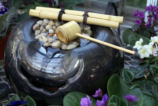 """Ein """"Feng Shui Brunnen"""" stärkt das wichtige Element Wasser im Raum"""