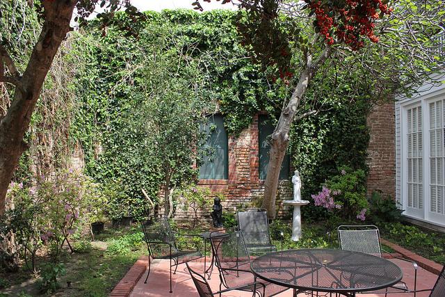 atrium courtyard oder innenhof das ganz private. Black Bedroom Furniture Sets. Home Design Ideas