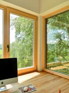 Arbeitsplatz mit Aussicht, Eckfenster innen, Foto (C) + Planung: Irmgard Brottrager